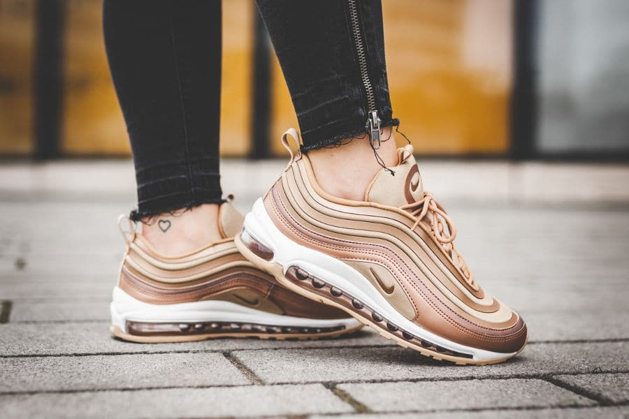 hot sale online 86b10 b3994 Femme  u2013 Air Max 97 Ultra  u002717 Baskets Rouge Rouge. Sale! Nike Air  Max 97 Ultra  u002717 Femme Vaste Gris Obsidienne j  DtVAy Particule Rose